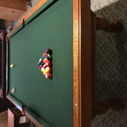 Beautiful Olhausen pool table in very good condition